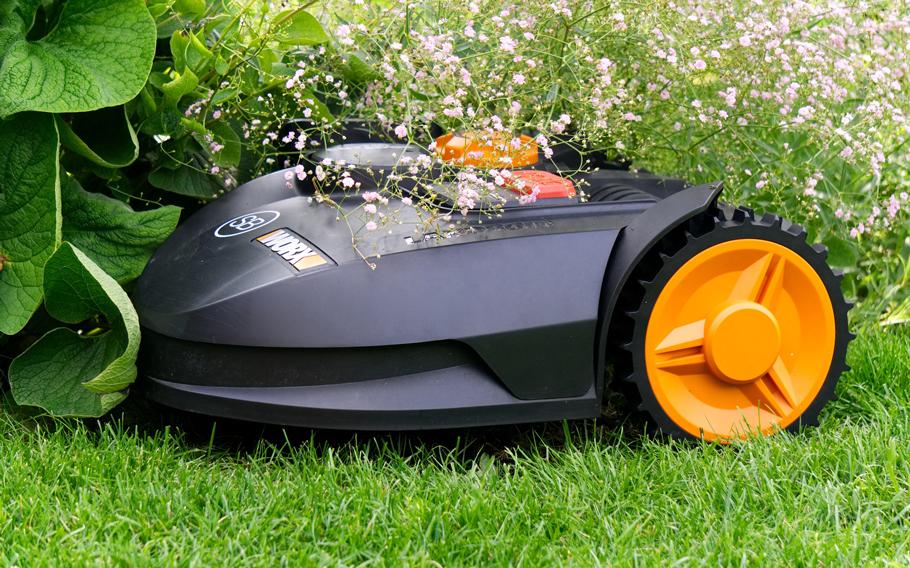 Bild på en robotgräsklippare